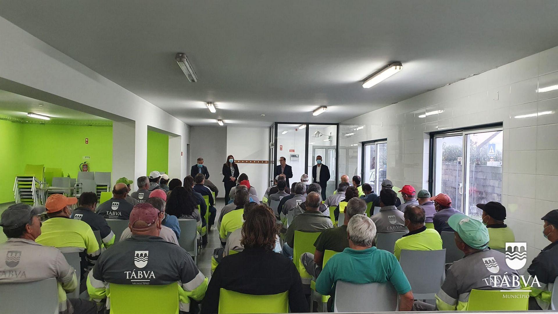 (Português) Executivo Municipal reúne com colaboradores do Município