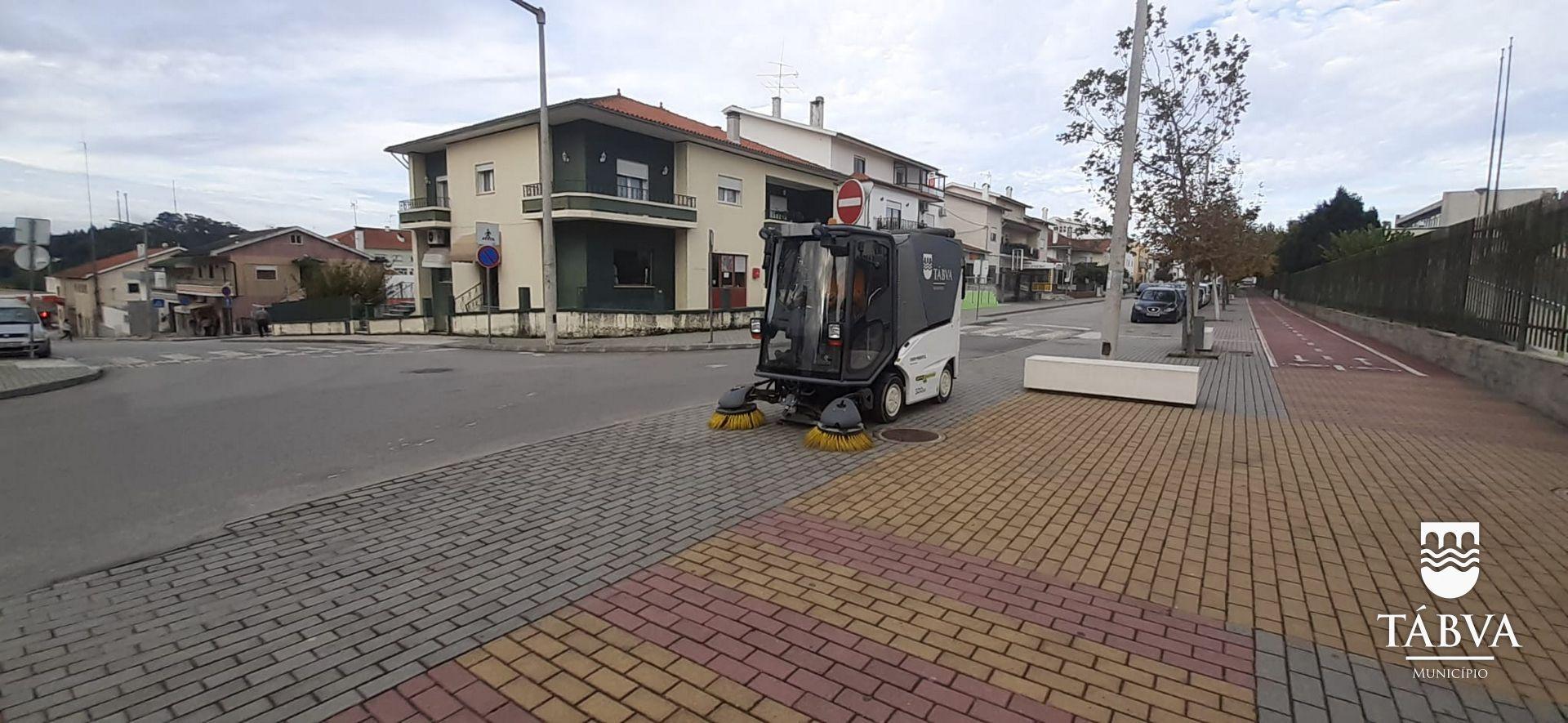(Português) Autarquia procede à limpeza do Espaço Público